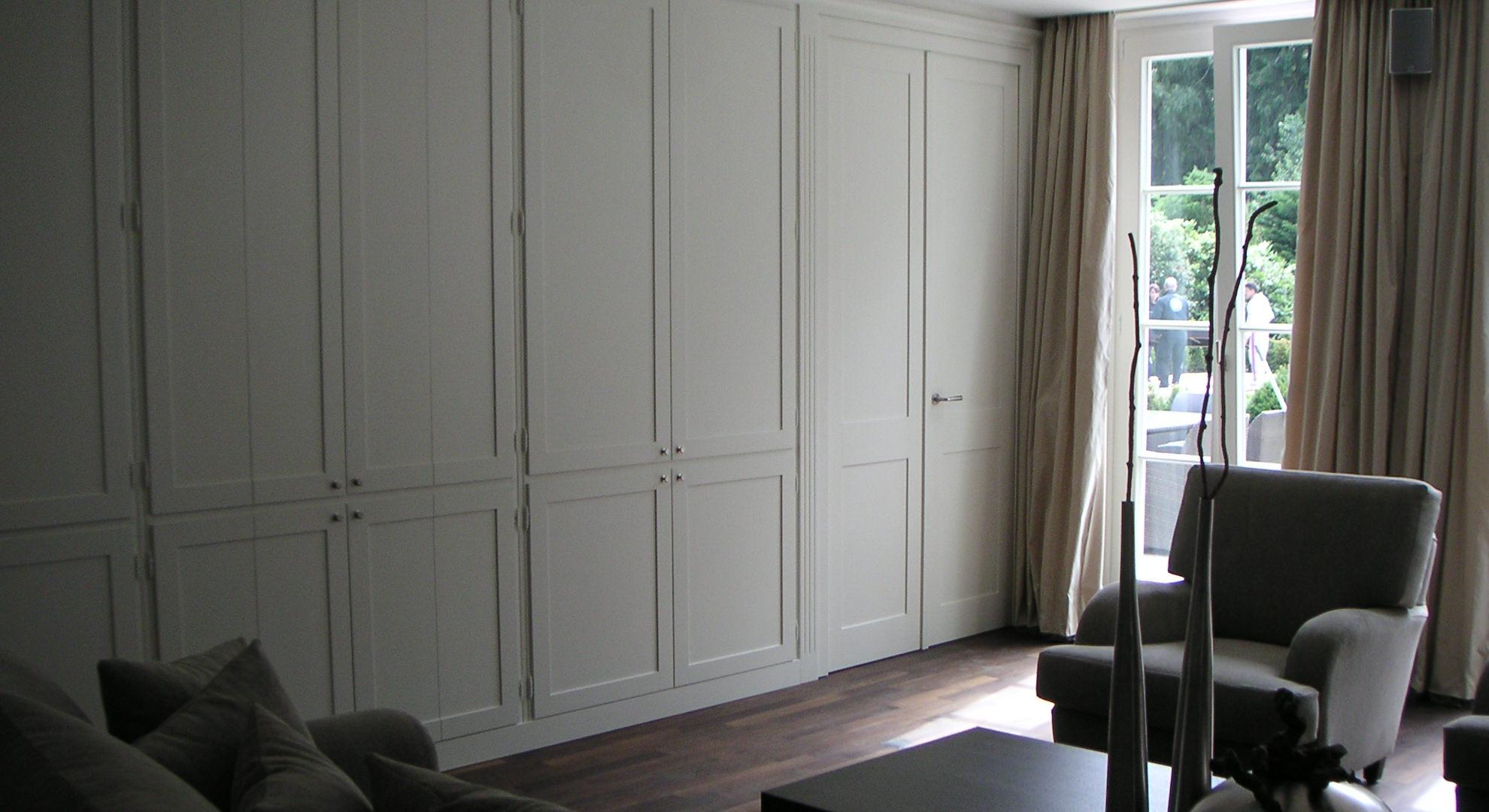 Inneneinrichtung eines klassichen Wohnraum in Strichlack